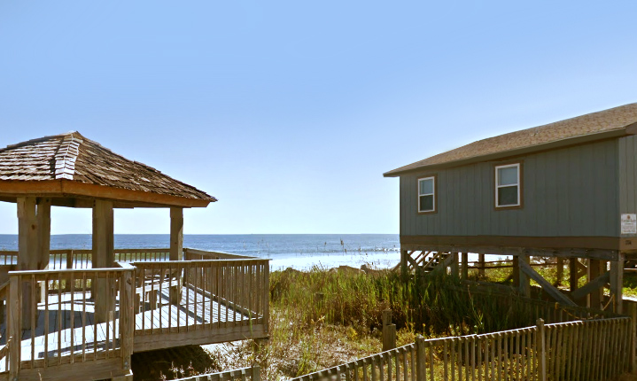 Beach house with deck, at sea scape holden beach