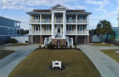 148 Yacht Watch Dr, Holden Beach, NC 28462
